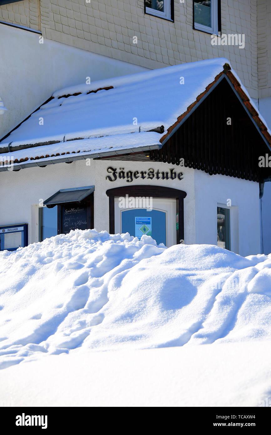 Winterlicher Zauber auf dem verschneiten Rennsteig am Heuberghaus. Der Rennsteig ist der Höhenzug des Thüringer Waldes. Rennsteig, Thüringen, Deutschl - Stock Image