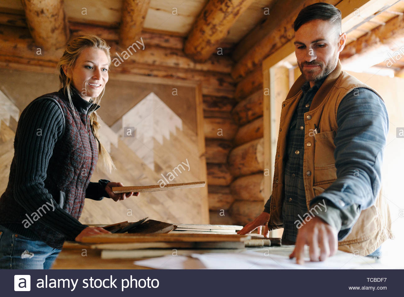 Couple woodworking in workshop - Stock Image