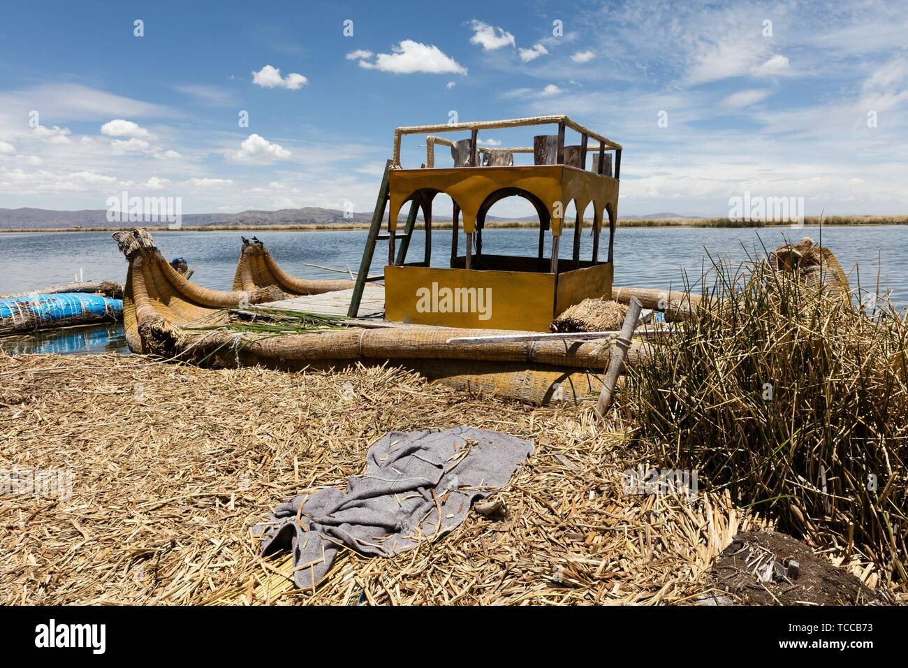 Totora boat on the Titicaca lake near Puno, Peru. - Stock Image