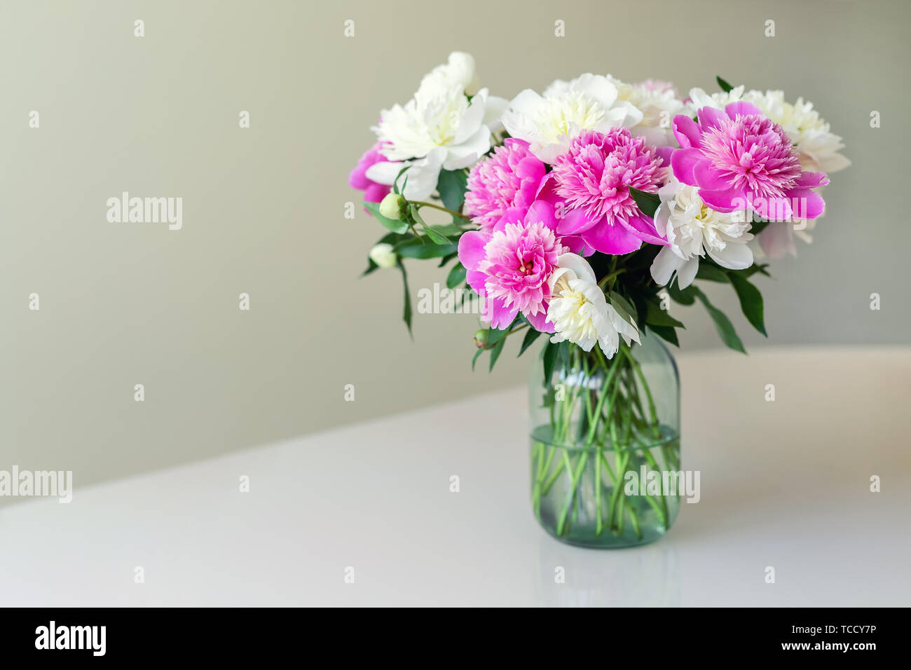 Alamy & Simple Flower Vase Peony Stock Photos \u0026 Simple Flower Vase Peony ...