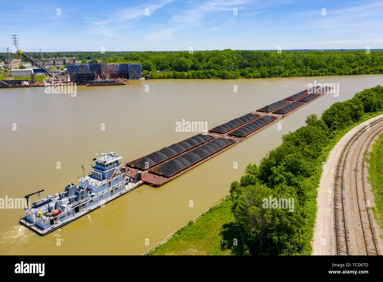 Louisville, Kentucky - The towboat Diane B Siegel pushes barges loaded with coal on the Ohio River. - Stock Image