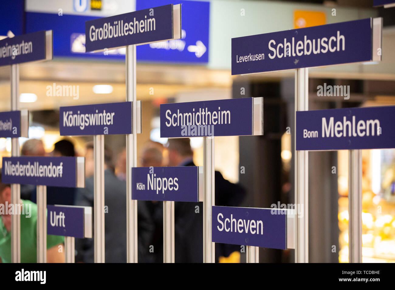 Aufstellung der Moderinsierungsbahnhöfe bei der Unterzeichnung der MOF 3-Vereinbarung im Kölner Hauptbahnhof. Köln, 06.06.2019 Stock Photo
