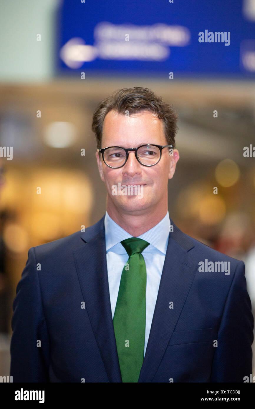 NRW-Verkehrsminister Hendrik Wüst bei der Unterzeichnung der MOF 3-Vereinbarung im Kölner Hauptbahnhof. Köln, 06.06.2019 Stock Photo