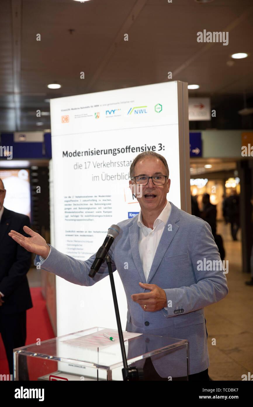 Dr. Norbert Reinkober bei der Unterzeichnung der MOF 3-Vereinbarung im Kölner Hauptbahnhof. Köln, 06.06.2019 Stock Photo