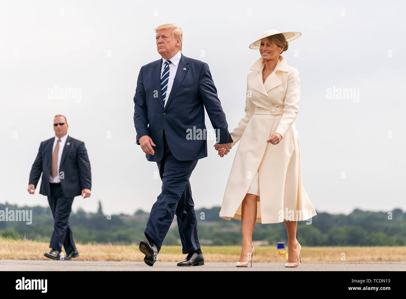 U.S President Donald Trump and First Lady Melania Trump walk to Air Force One after landing aboard Marine One at Southampton Airport June 5, 2019 in Southhampton, England. The first couple are departing to spend the night at the presidents golf resort in Doonbeg, Ireland. - Stock Image