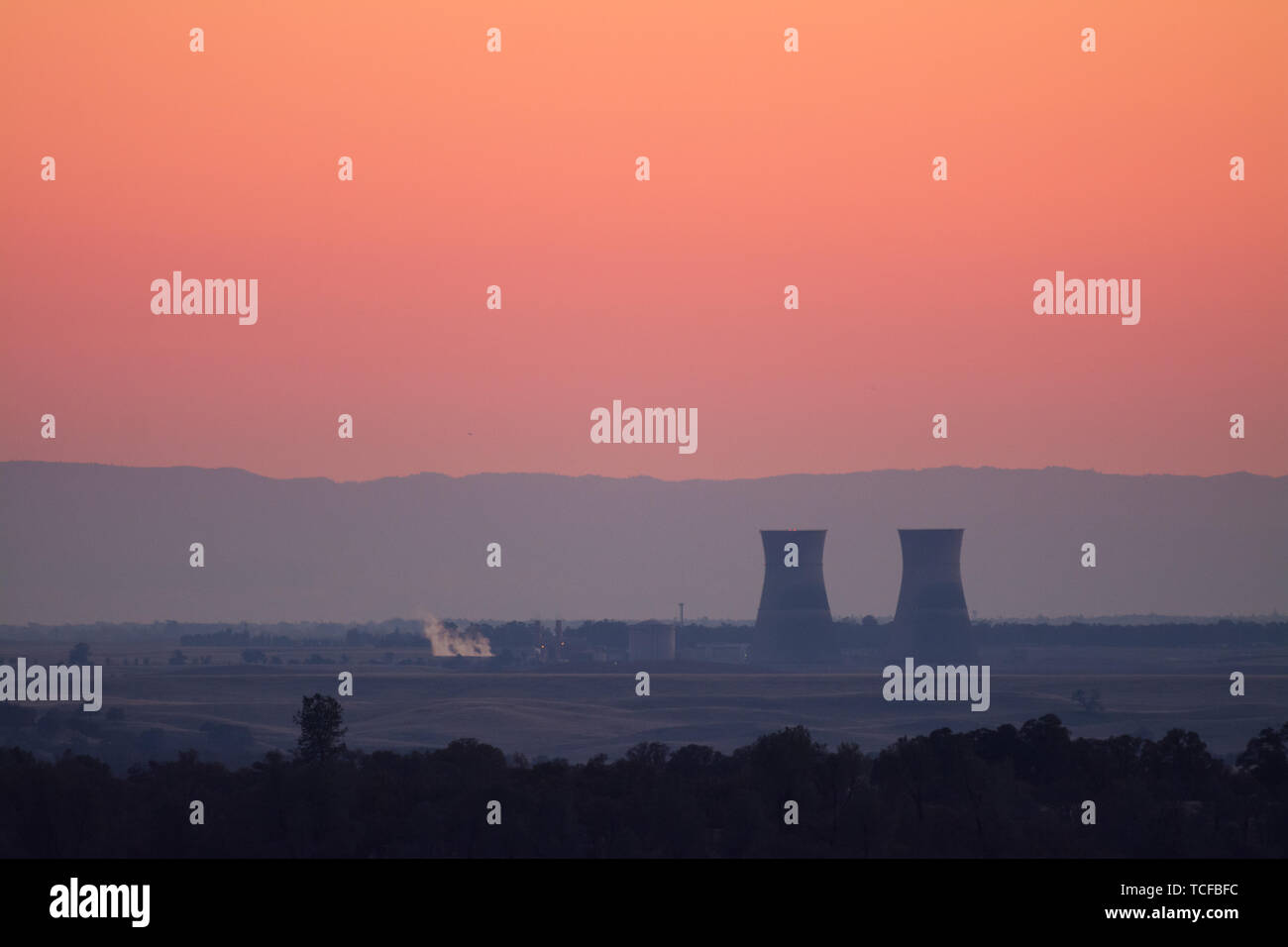 The shut down cooling towers of the rancho seco nuclear generation station, Sacramento california. - Stock Image
