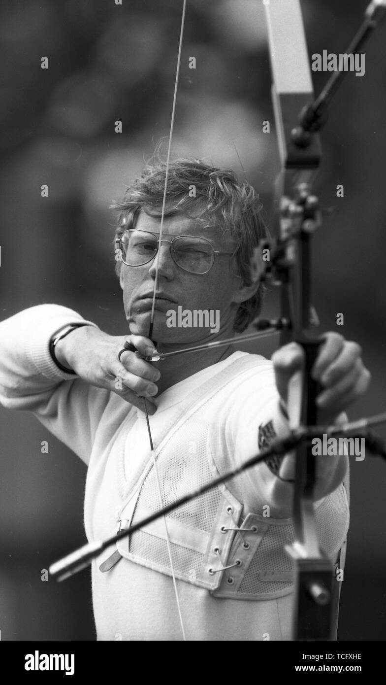 Archery at Lilleshall 1990  Male archer taking aim  Photo by Tony Henshaw - Stock Image