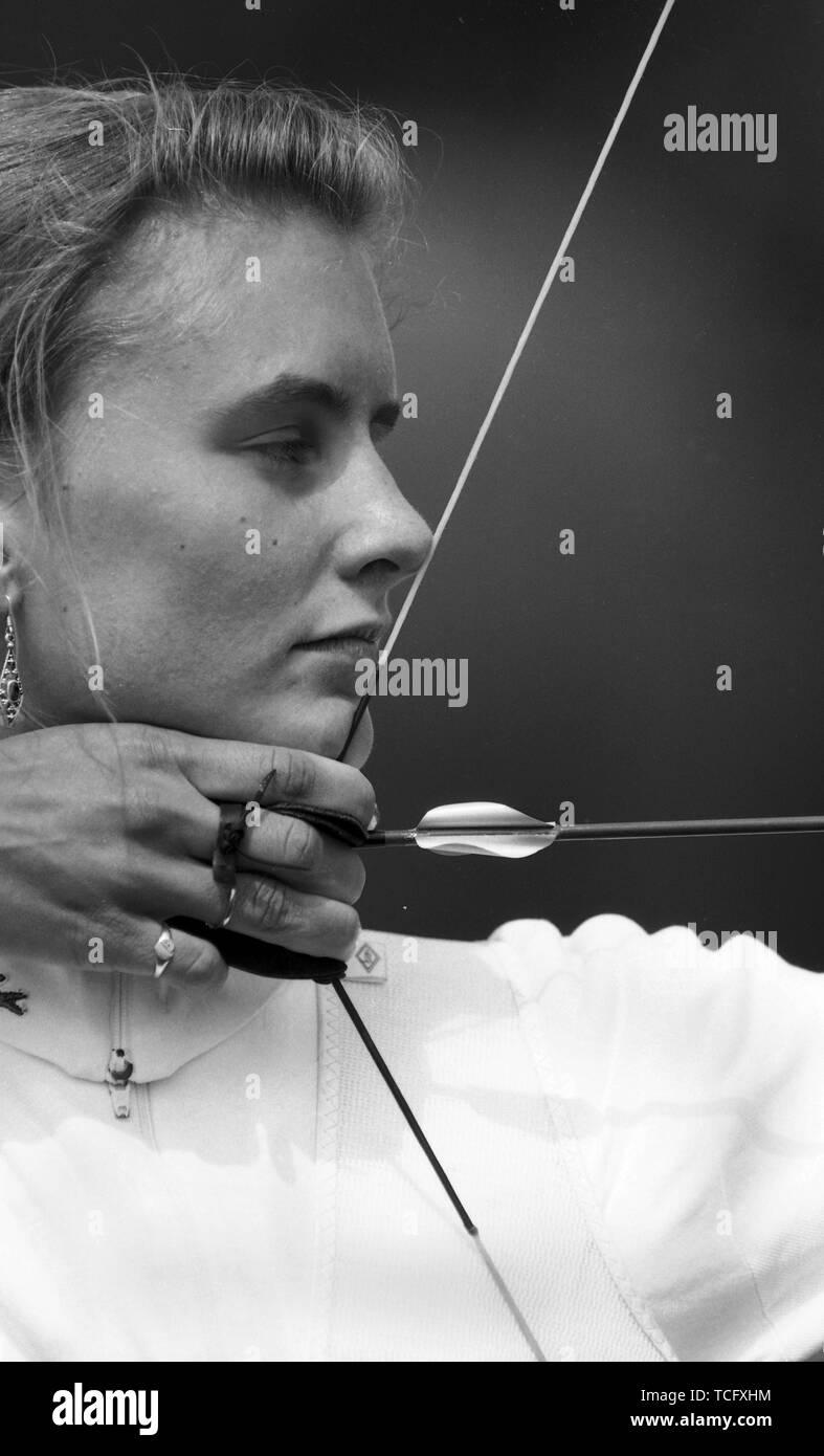 Archery at Lilleshall 1990  Female archer taking aim  Photo by Tony Henshaw - Stock Image