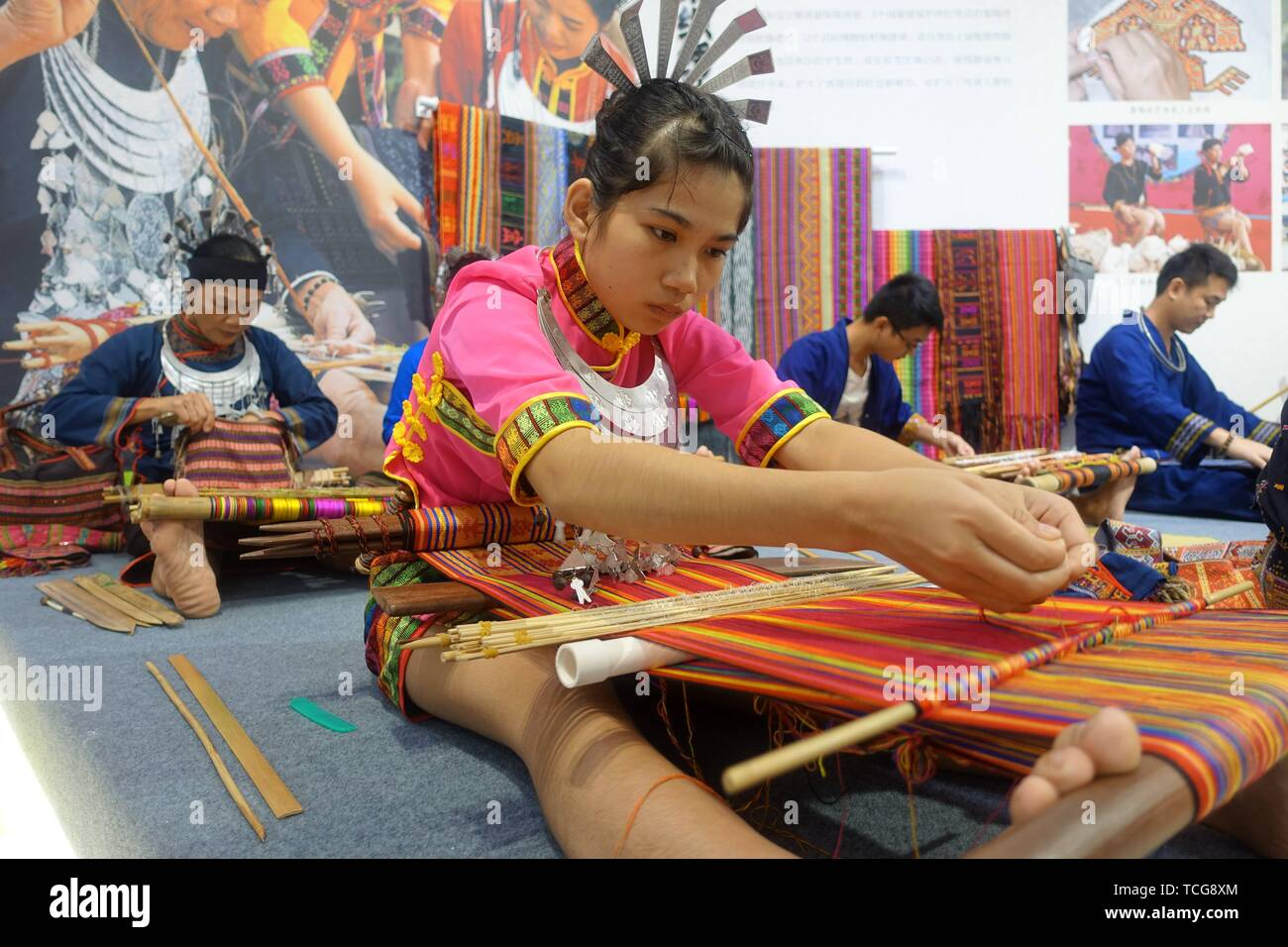 Guangzhou, China's Guangdong Province. 8th June, 2019. People display weaving of Li ethnic group on the Cultural and Natural Heritage Day at an exhibition center in Guangzhou, capital of south China's Guangdong Province, June 8, 2019. More than 3,200 activities have been staged across China to celebrate this year's Cultural and Natural Heritage Day, which falls on the second Saturday of every June. Credit: Xu Jianmei/Xinhua/Alamy Live News - Stock Image