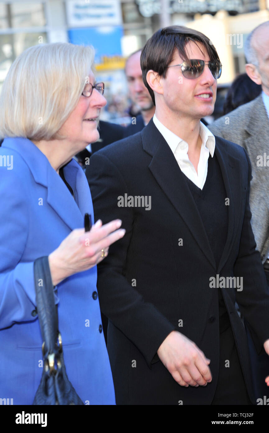 LOS ANGELES, CA. December 10, 2007: Tom Cruise & former publicist Pat Kingsley at Grauman's Chinese Theatre, Hollywood, where Will Smith was honored by having his hand & footprints set in cement. © 2007 Paul Smith / Featureflash - Stock Image