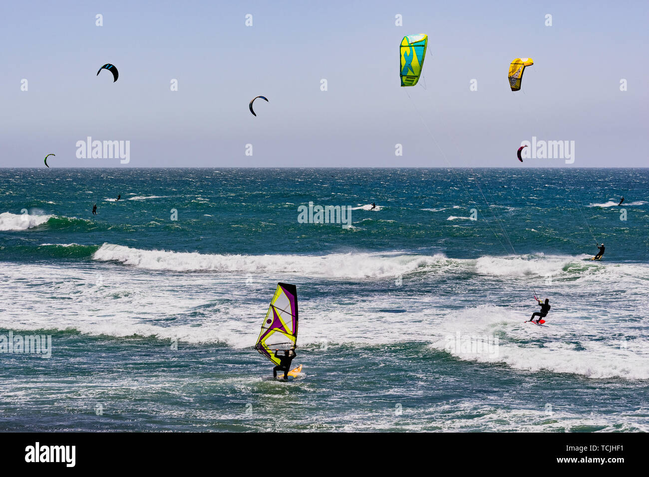 June 6, 2019 Davenport / CA / USA - People kite and wind surfing in the Pacific Ocean, near Santa Cruz, on a sunny and warm day - Stock Image