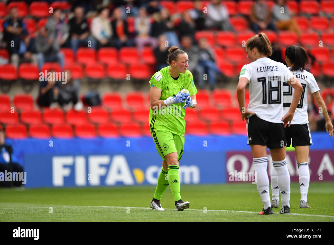 8 june 2019 Rennes, France Soccer Women World Championships Germany v China  Almuth Schult (Torwart, DFB-Frauen) (1) motivates her teammates - Stock Image