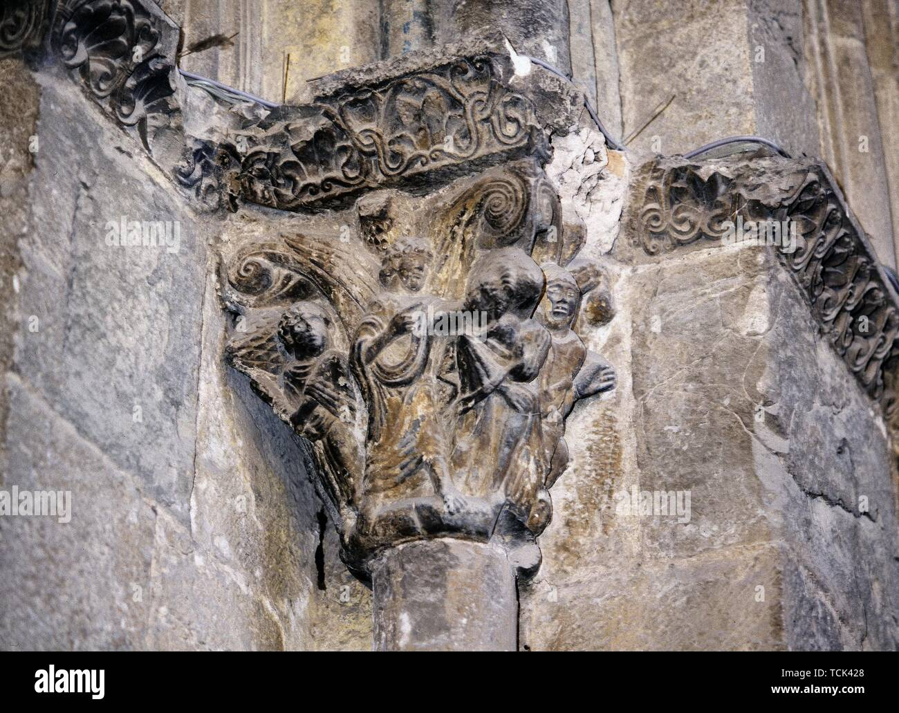 CAPITEL HISTORIADO DE LA PORTADA OCCIDENTAL- ROMANICO S XI. Location: CATEDRAL. Jaca. HUESCA. SPAIN. - Stock Image
