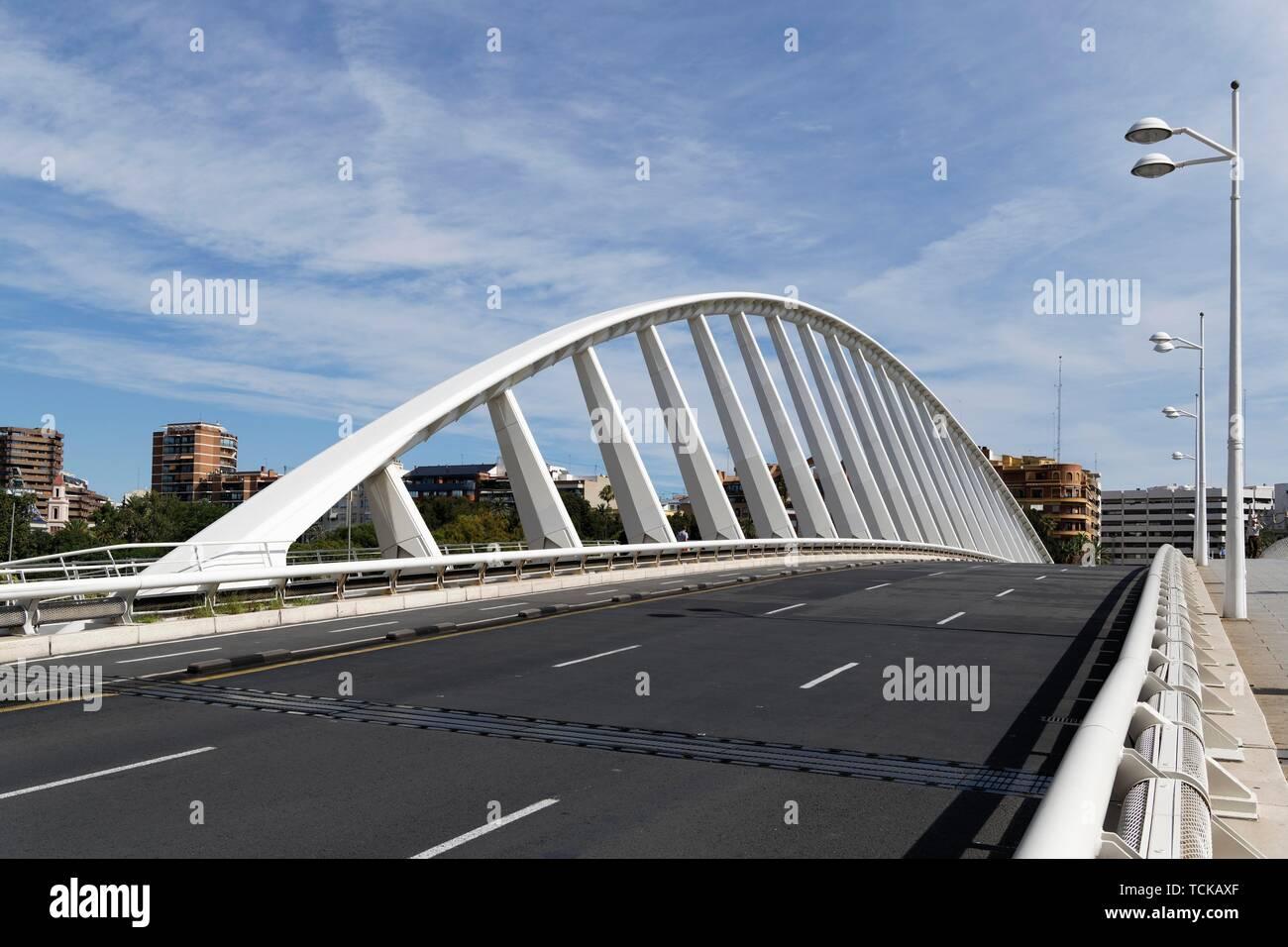 Bridge Puente de la Peineta, also Puente Calatrava, Valencia, Spain - Stock Image