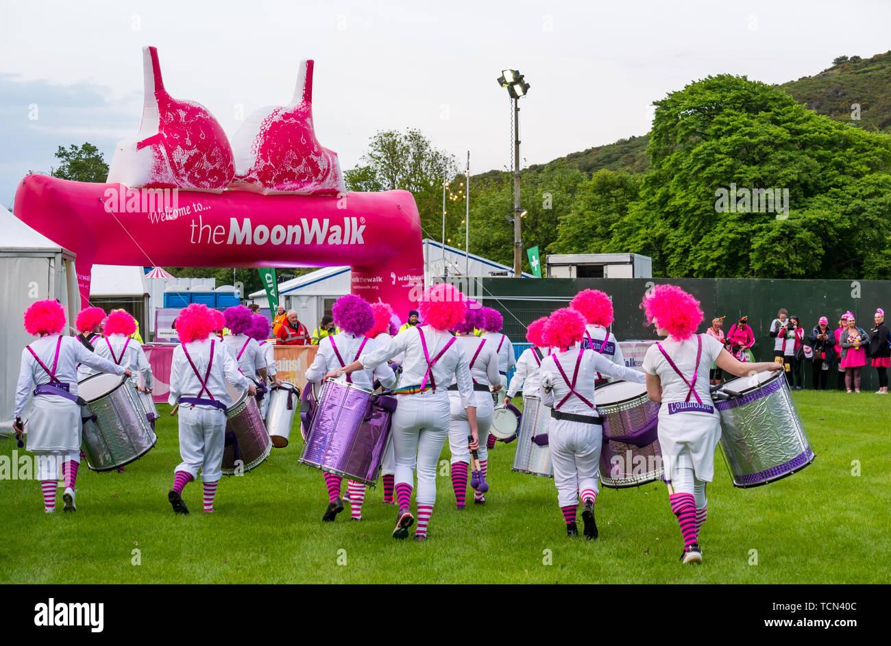 Edinburgh, Scotland, UK. 8th June 2019. Moonwalk Scotland: The 14th Moonwalk Scotland 'Walk the Walk' night-time event. Edinburgh all women Samba drumming band Commotion dressed as clowns Stock Photo