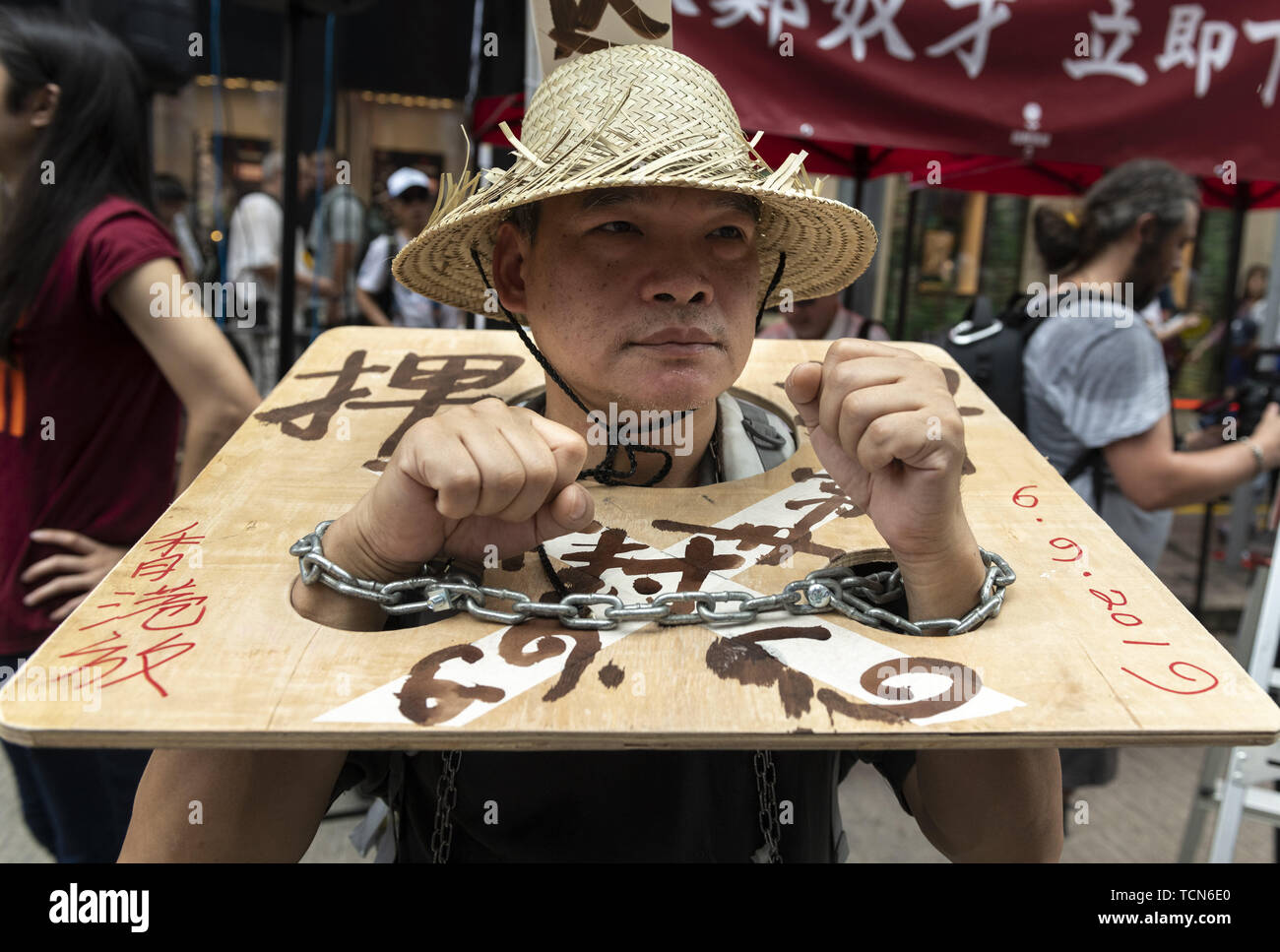Hong Kong, Hong Kong SAR, CHINA. 9th June, 2019. A protester in chains.Hong Kong sees one of the largest protests ever as people come out in force to protest the proposed extradition bill. The bill would allow fro the removal of people to China to face trial. People feel this clearly violates the One Country Two Systems government that was put in place following the handover to the motherland. Credit: Jayne Russell/ZUMA Wire/Alamy Live News - Stock Image