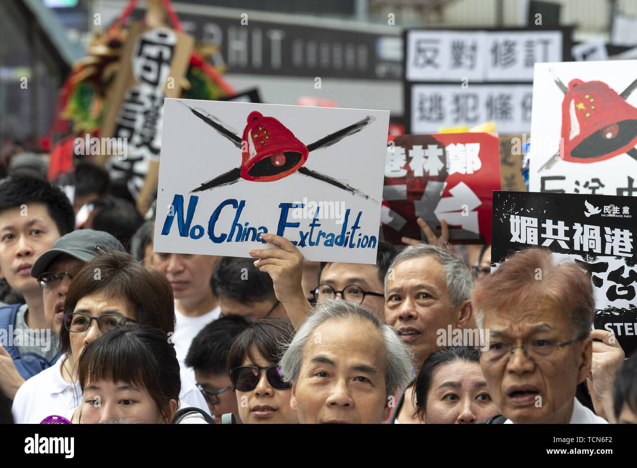 Hong Kong, Hong Kong SAR, CHINA. 9th June, 2019. Protest signs in the crowd.Hong Kong sees one of the largest protests ever as people come out in force to protest the proposed extradition bill. The bill would allow fro the removal of people to China to face trial. People feel this clearly violates the One Country Two Systems government that was put in place following the handover to the motherland. Credit: Jayne Russell/ZUMA Wire/Alamy Live News - Stock Image