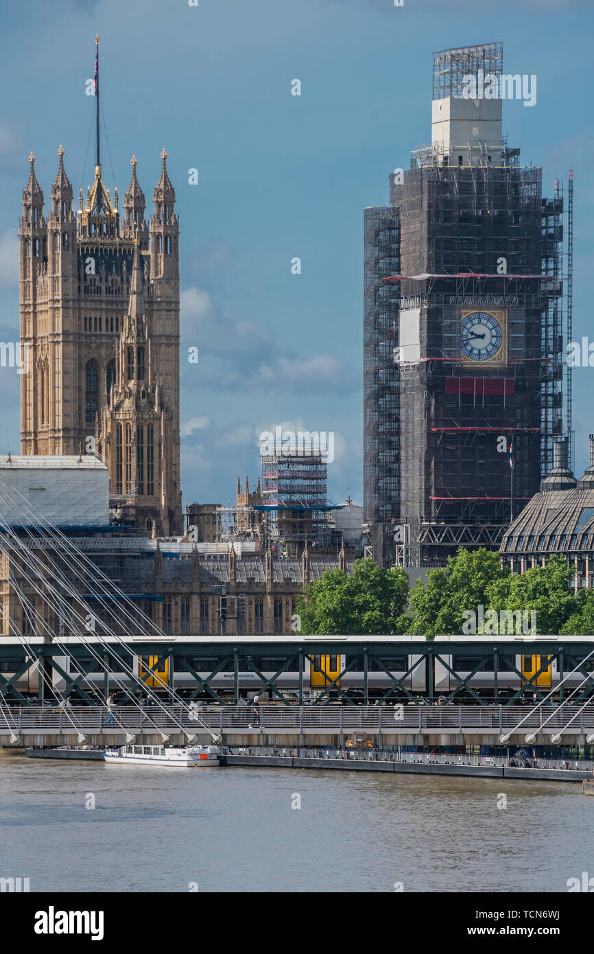 London, UK. 09th June, 2019. The faces of Big Ben, The Elizabeth Tower, begin to reappear as the painfully slow rennovations of the Palace of Westminster continue. Credit: Guy Bell/Alamy Live News - Stock Image
