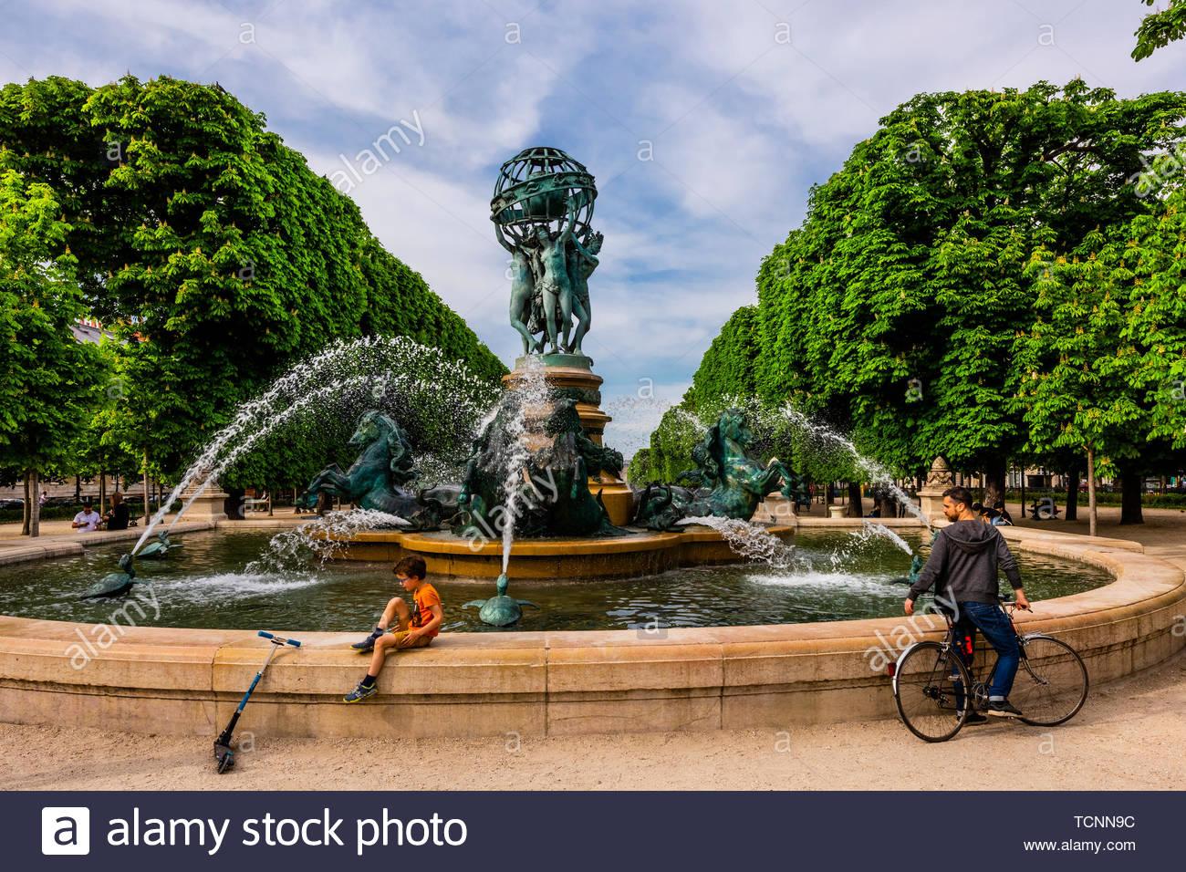 Water fountain (Fontaine des Quartre Parties du Monde), Jardins des Grands Explorateurs, adjacent to the Luxembourg Gardens, Paris, France. - Stock Image