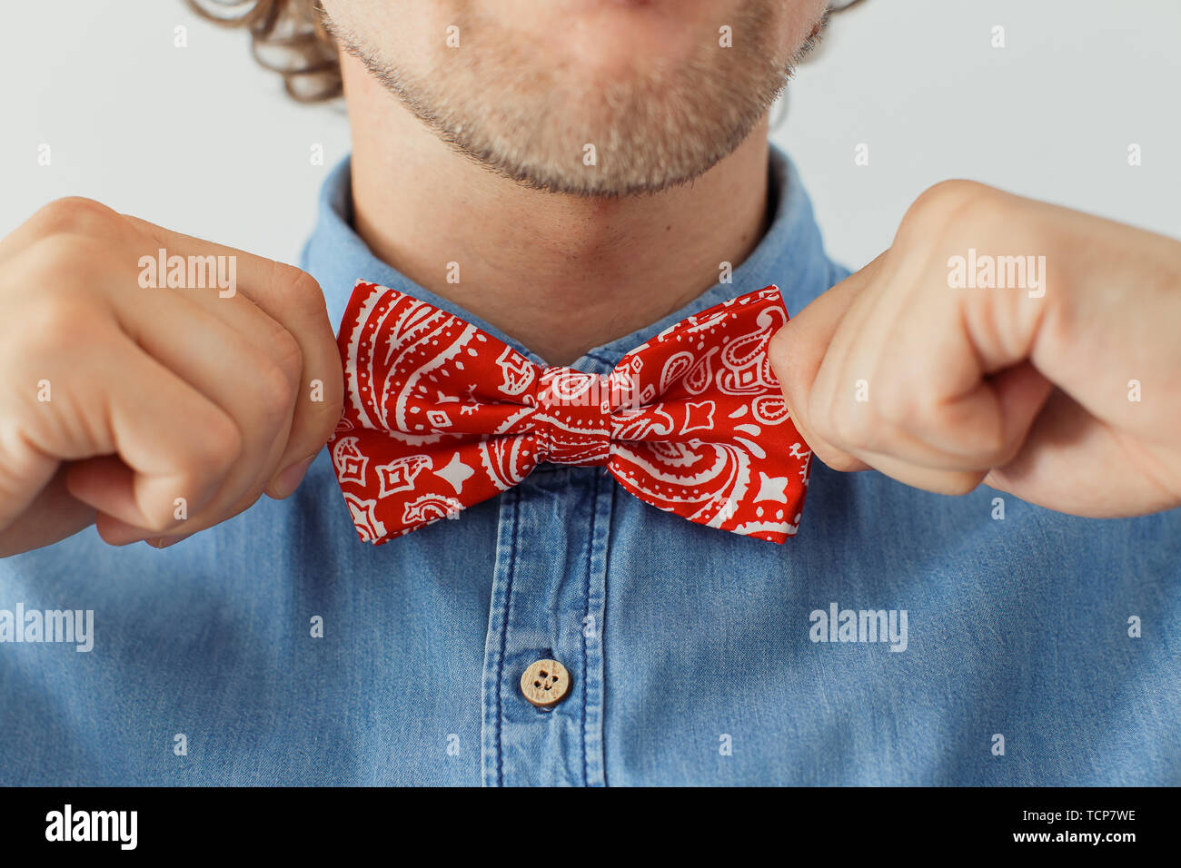 Man with beard wearing bowtie, hipster style - Stock Image