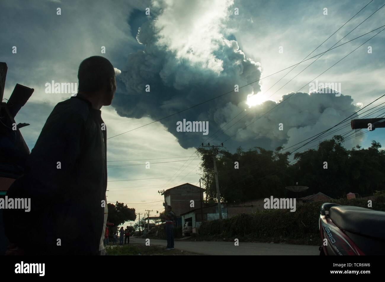 Sumatra, Indonesia. 09th June, 2019. The eruption of Mt. Sinabung, North Sumatra on June 9, 2019 at 16:28 with the ash column height observed ± 7,000 m above the peak (± 9,460 m above sea level). The ash column was observed to be black with thick intensity leaning southward. Seen from kabanjahe city. 'There was a hot cloud in the 3.5 km southeast and 3 km south and a roar came to the volcano observation post of Sinabung Currently Mount Sinabung is in Status * Level III (Standby)' Said vulcano officer guard from radio communication. Credit: Sabirin Manurung/Pacific Press/Alamy Live News Credit: - Stock Image