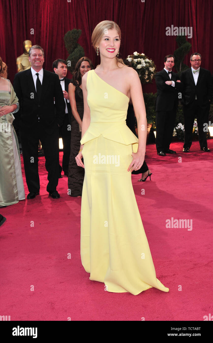LOS ANGELES, CA. February 24, 2008: Rosamund Pike at the 80th Annual Academy Awards at the Kodak Theatre, Hollywood, CA. © 2008 Paul Smith / Featureflash - Stock Image