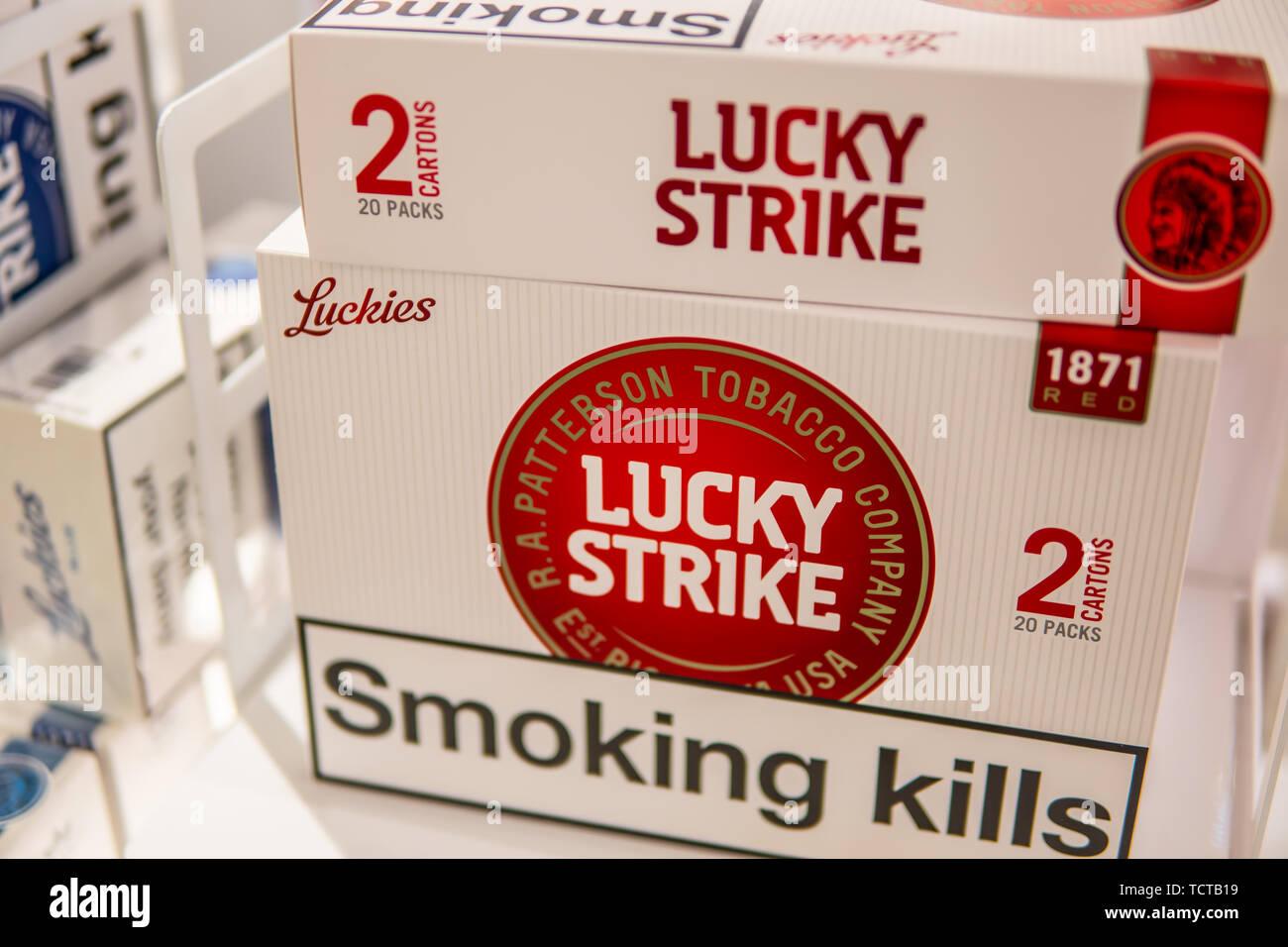 Duty Free Cigarettes Stock Photos & Duty Free Cigarettes