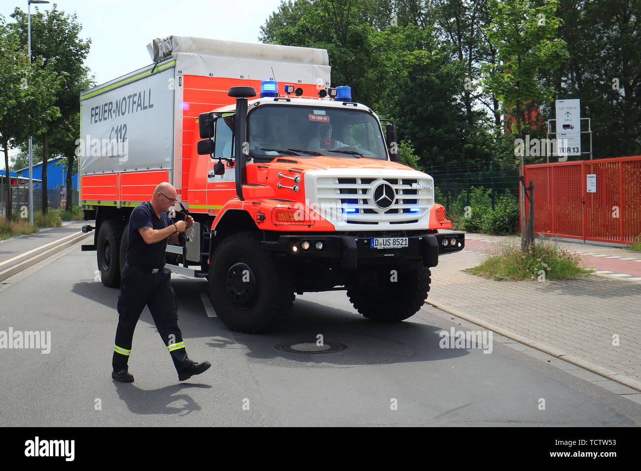Duesseldorf, Germany. 10th June, 2019. A Mercedes Zetros fire-fighting vehicle drives onto the premises of the IDR waste disposal company, to which a column of dangerous goods from the fire brigade had previously brought the remains of a chemical. Parts of the chemical had previously caught fire in a warehouse for unknown reasons. Credit: David Young/dpa/Alamy Live News - Stock Image