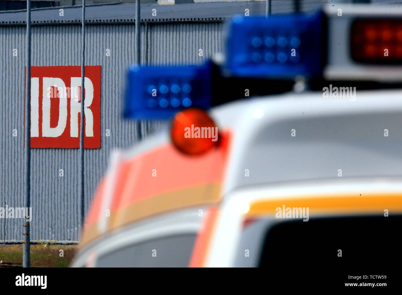 Duesseldorf, Germany. 10th June, 2019. A fire truck is parked near the IDR waste disposal plant, to which a column of dangerous goods from the fire brigade had previously brought remnants of a chemical. Parts of the chemical had previously caught fire in a warehouse for unknown reasons. Credit: David Young/dpa/Alamy Live News - Stock Image