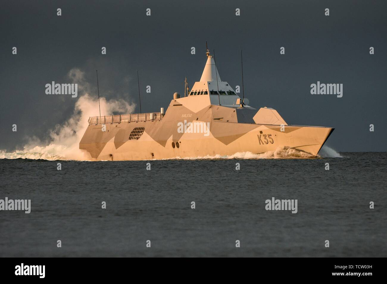 Keel, Deutschland. 06th June, 2019. 06.06.2019, the Corvette K35 Karlstad of the Swedish Navy in the evening sunlight when entering the Kiel Forde. The stealth ship participates in the NATO maneuver BALTOPS. The Visby class corvettes are among the world's first stealthy design stealth aircraft. Its water jet propulsion system has a maximum speed of 35 knots (65 km/h). | usage worldwide Credit: dpa/Alamy Live News - Stock Image