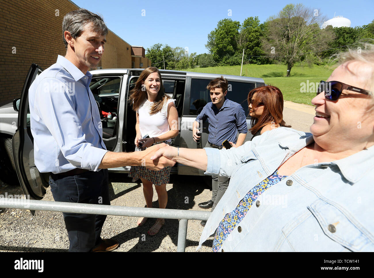 Clinton, Iowa, USA. 10th June, 2019. Democratic presidential candidate and former Texas Congressman Beto O'Rourke, left shakes hands with Sara Rovine of Davenport following a town hall meeting at the Gateway Area Community Center on Bluff Boulevard in Clinton, Iowa Monday, June 6, 2019. Credit: Kevin E. Schmidt/Quad-City Times/ZUMA Wire/Alamy Live News - Stock Image