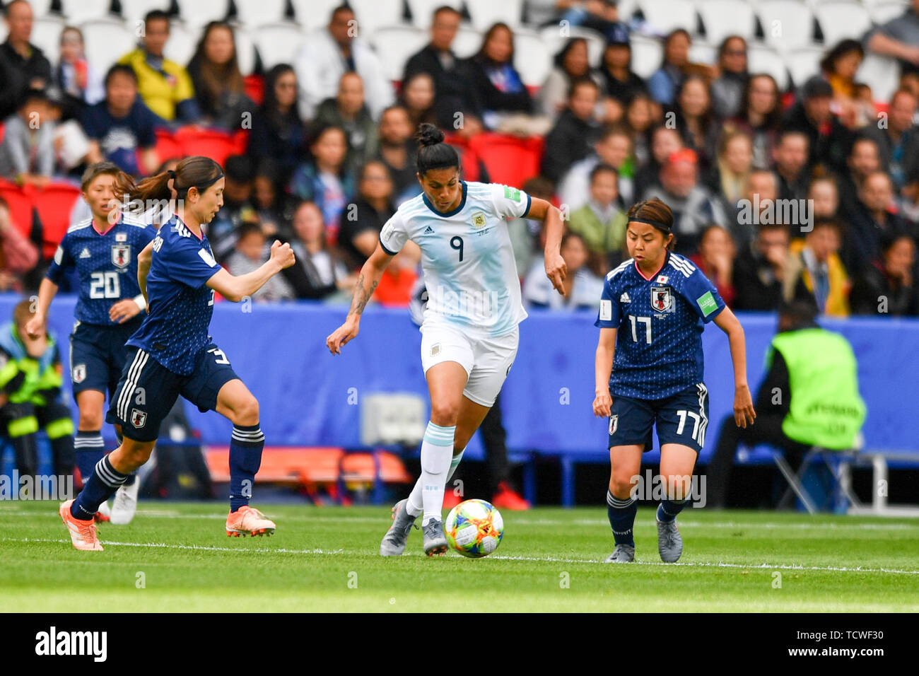 10 june 2019 Paris, France Soccer Women's World Cup France 2019: Argentina v Japan   Two japanese Players try to stop Florencia Soledad Jaimes (Argent - Stock Image