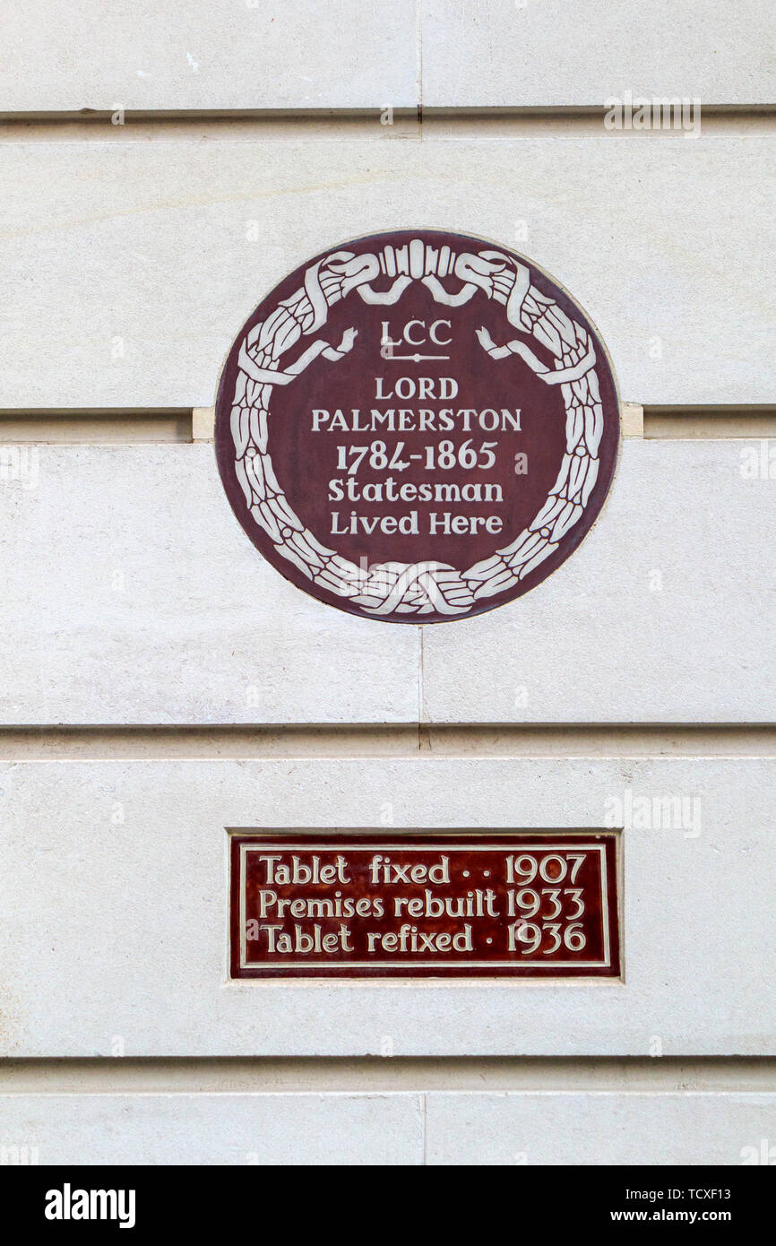 Wall plaque in Carlton Gardens, City of Westminster, London, SW1, UK: Lord Palmerston 1784-1865, statesman and prime minister, lived here Stock Photo