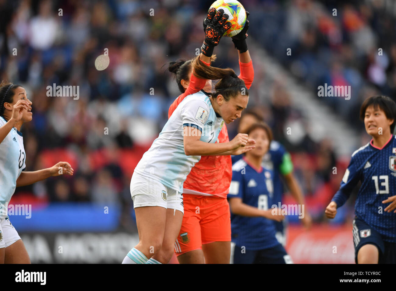 10 june 2019 Paris, France Soccer Women's World Cup France 2019: Argentina v Japan   Carlos Borrello (Argentinien) (Coach , Trainer)) catches the Ball - Stock Image
