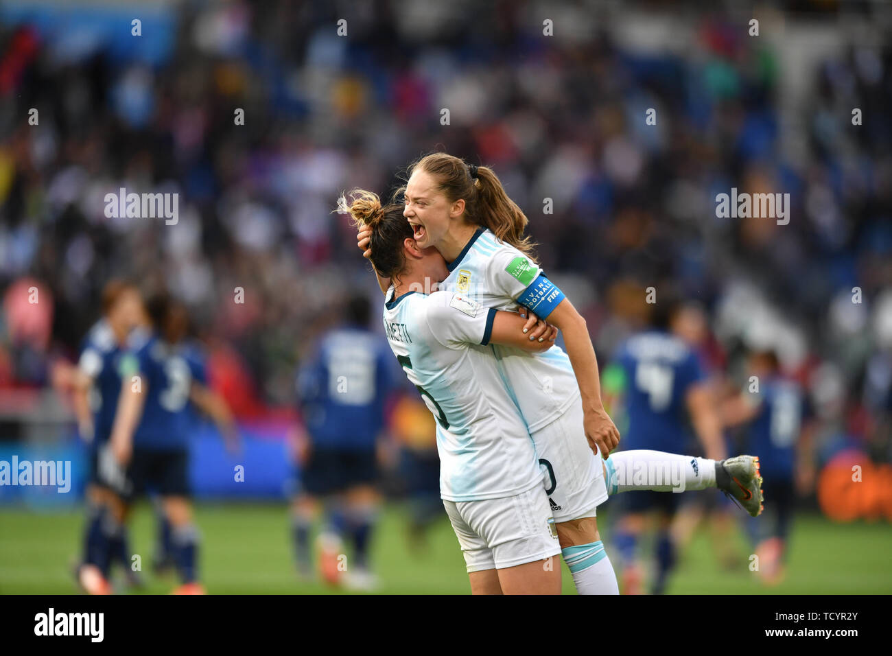 10 june 2019 Paris, France Soccer Women's World Cup France 2019: Argentina v Japan   Aldana Cometti (Argentinien) (6) hugs Estefania Romina Banini (Ar - Stock Image