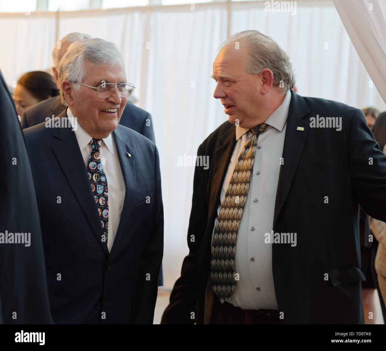 Garden City, New York, USA. 6th June, 2019. At left, Apollo 7 astronaut HARRISON SCHMITT is about to walk through entrance curtain, at Cradle of Aviation Museum, to Apollo at 50 Anniversary Dinner, an Apollo astronaut tribute celebrating the Apollo 11 mission Moon landing. Credit: Ann Parry/ZUMA Wire/Alamy Live News - Stock Image