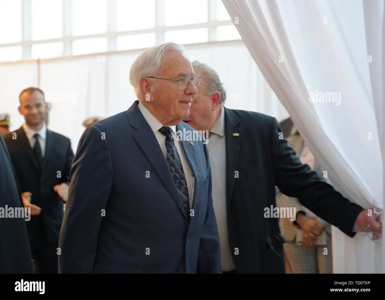 Garden City, New York, USA. 6th June, 2019. At center, Apollo Flight Director MILTON WINDLER walks through entrance curtain, at Cradle of Aviation Museum, to Apollo at 50 Anniversary Dinner, an Apollo astronaut tribute celebrating the Apollo 11 mission Moon landing. Credit: Ann Parry/ZUMA Wire/Alamy Live News - Stock Image