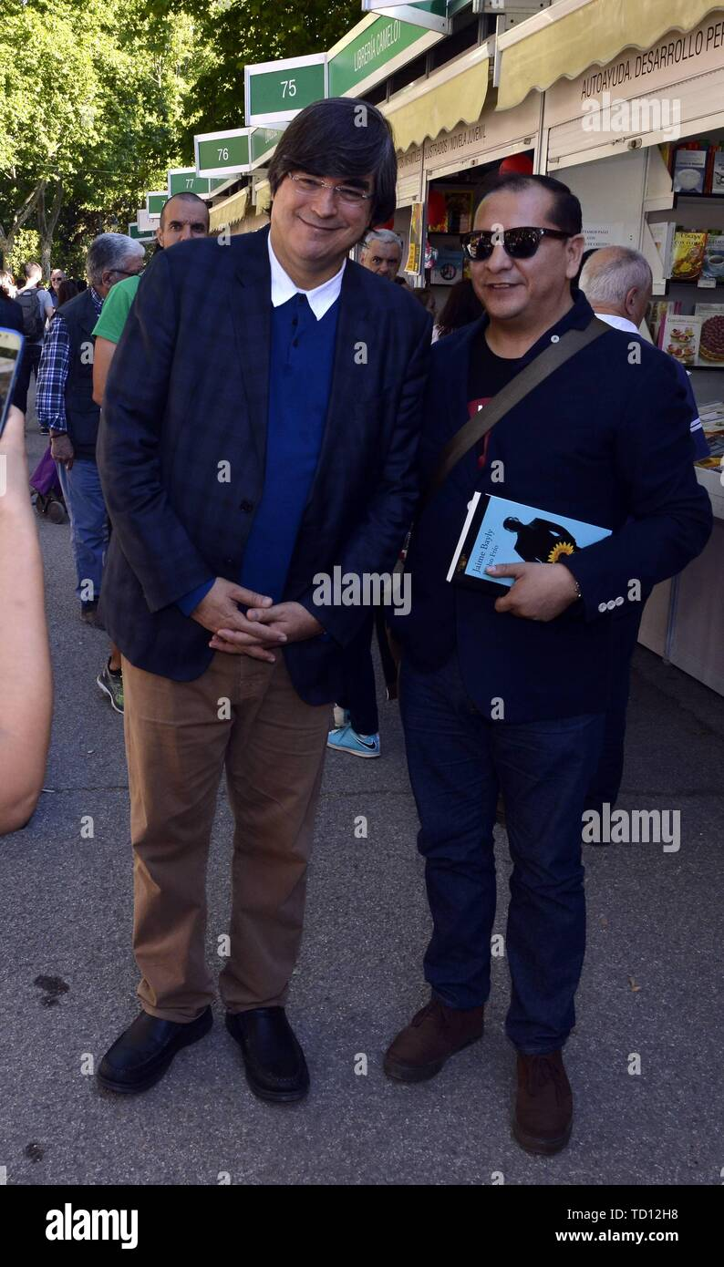 Page 3 Bayly High Resolution Stock Photography And Images Alamy La mujer de mi hermano. https www alamy com madrid spain 11th june 2019 the writer jaime bayly during the book fair in madrid tuesday june 11 2019 credit cordon pressalamy live news image248959684 html
