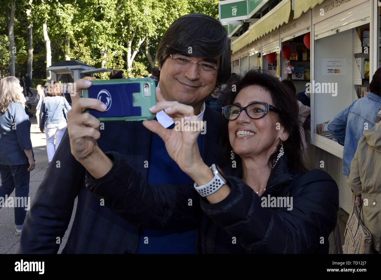 Madrid Spain 11th June 2019 The Writer Jaime Bayly During The Book Fair In Madrid Tuesday June 11 2019 Credit Cordon Press Alamy Live News Stock Photo Alamy La mujer de mi hermano. alamy