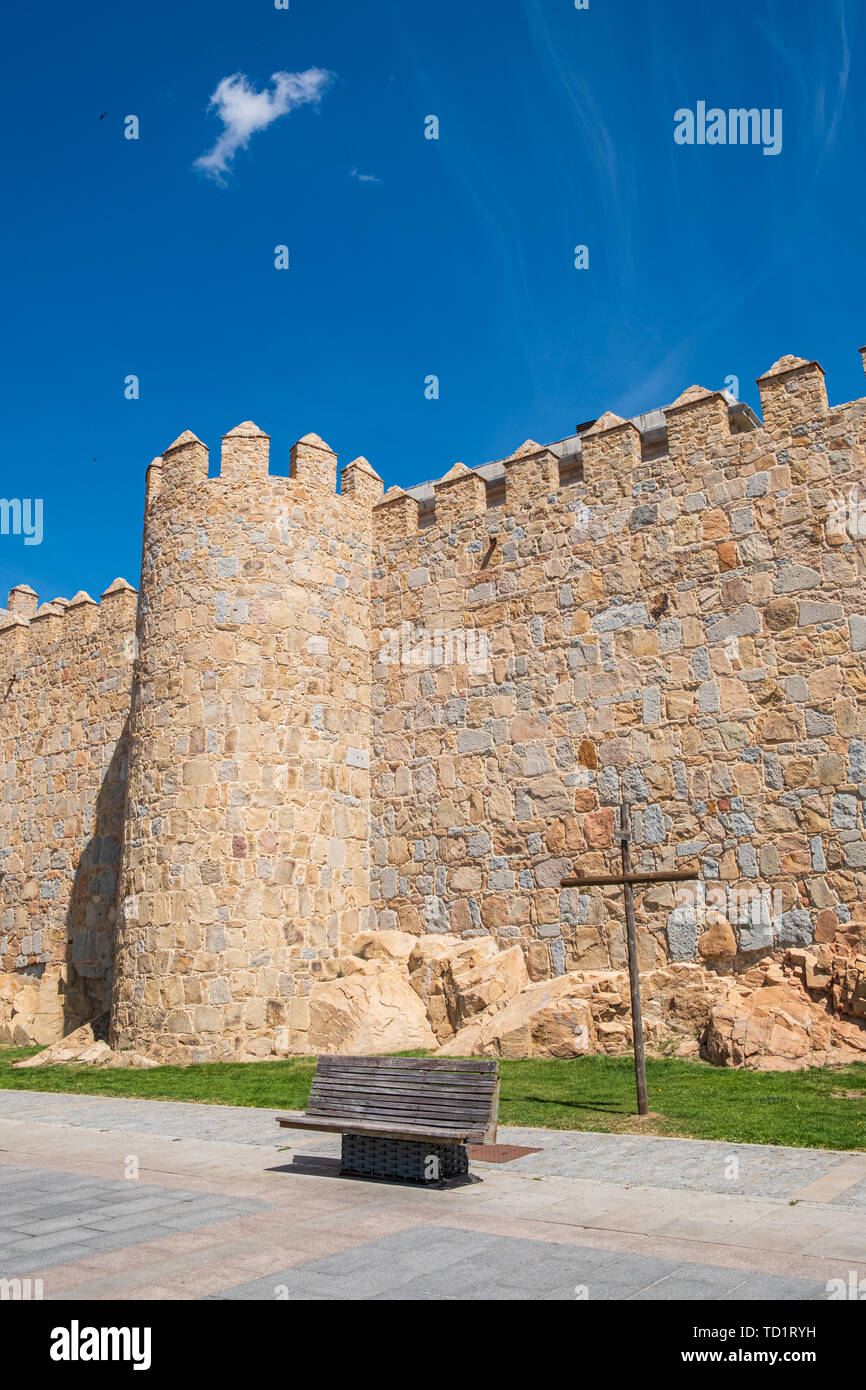Walls surrounding Spanish city of Avila, detail in Paseo del Rastro with cross of Via Crucis - Stock Image