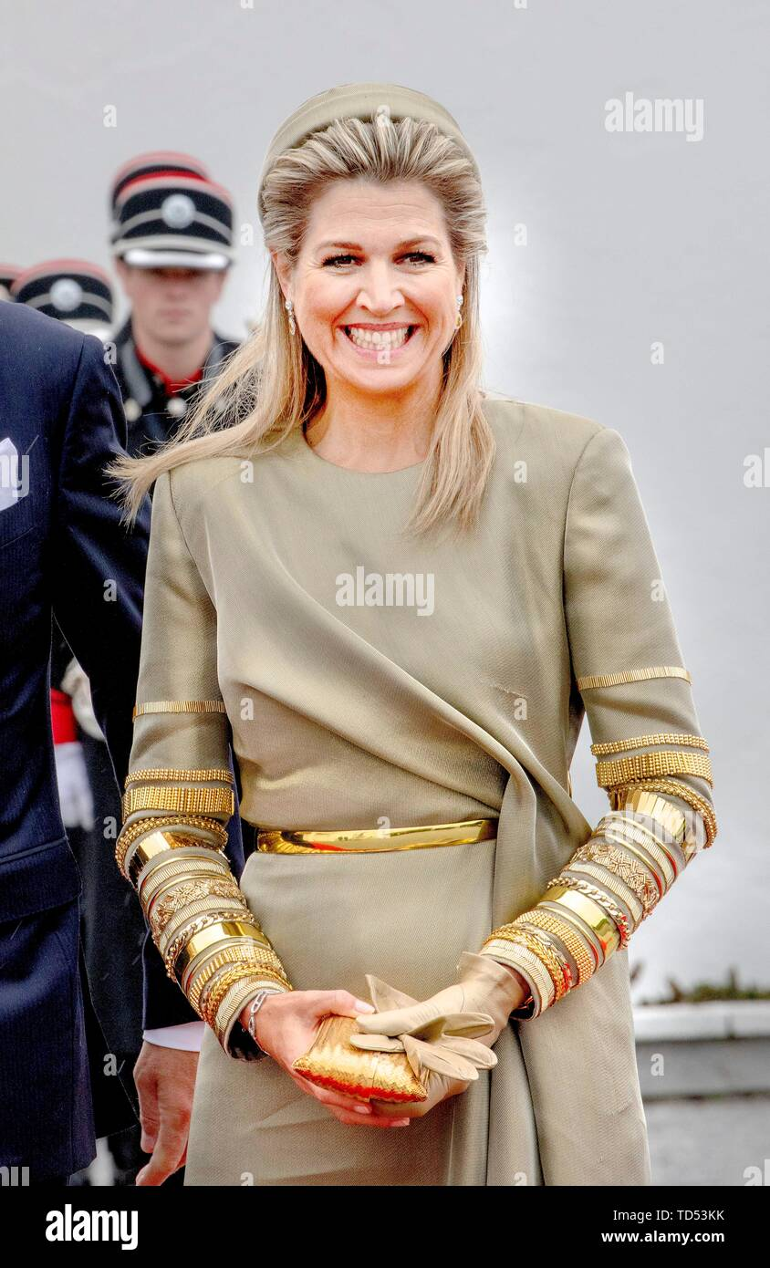 Dublin, Ireland. 12th June, 2019. Queen Maxima of The Netherlands received by President Higgins and his wife Sabina Higgins at A?ras an Uachtara?in, the Presidential Palace in Dublin, on June 12, 2019, at the 1st of a 3 days State-visit to Ireland Photo : Albert Nieboer/ Netherlands OUT/Point de Vue OUT | Credit: dpa/Alamy Live News - Stock Image