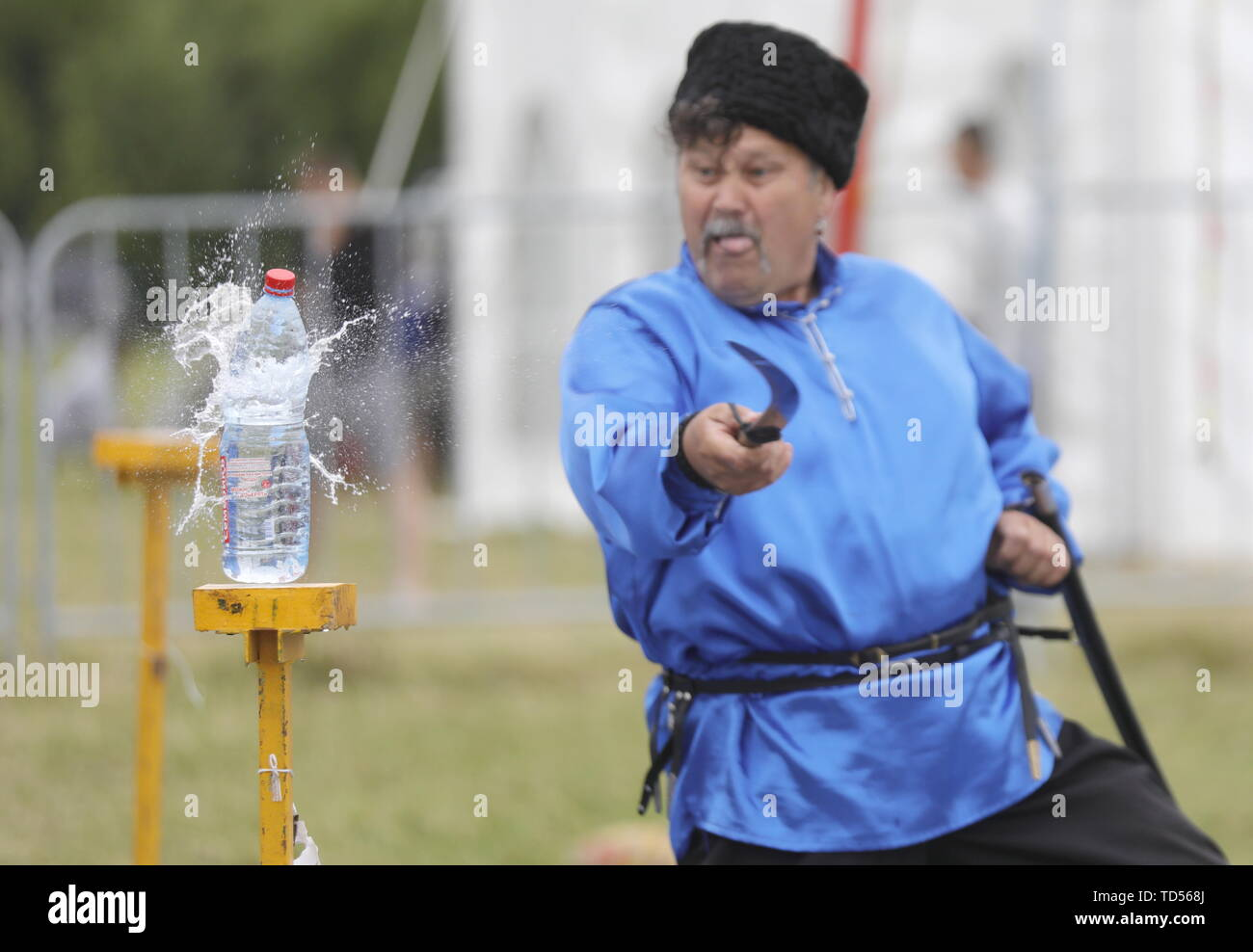 Chelyabinsk, Russia. 12th June, 2019. MOSCOW REGION, RUSSIA - JUNE 12, 2019: A man in a Cossack costume shows his sword skills at Russky Mir Festival in the town of Sergiyev Posad on 12 June, known as Russia Day. Mikhail Japaridze/TASS Credit: ITAR-TASS News Agency/Alamy Live News Stock Photo