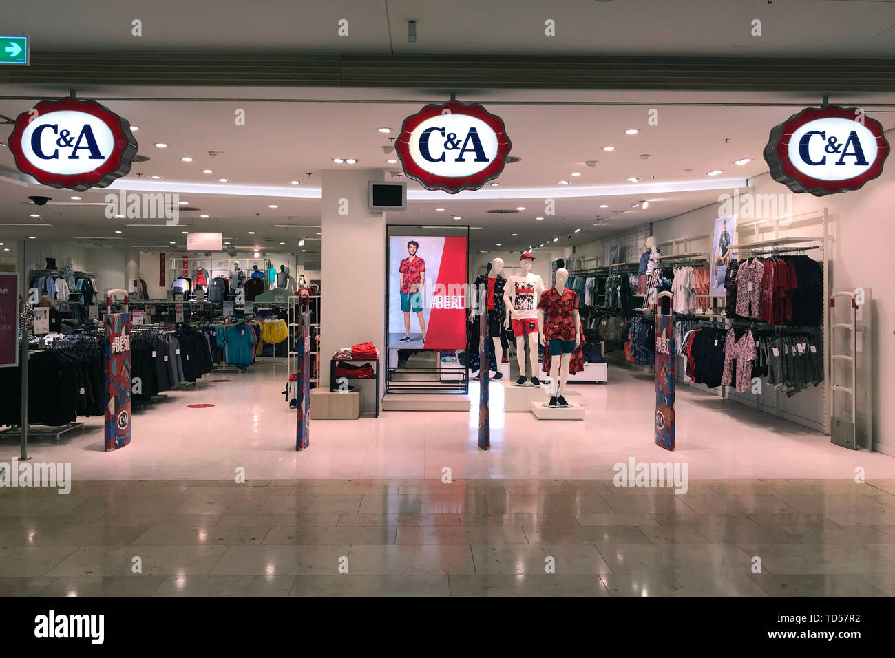 Munich, Germany. 12th June, 2019. C and A store, store, shop, entrance, clothing company, entrance area, retail, shop, fashion brand, fashion chain, Texi | usage worldwide Credit: dpa/Alamy Live News - Stock Image