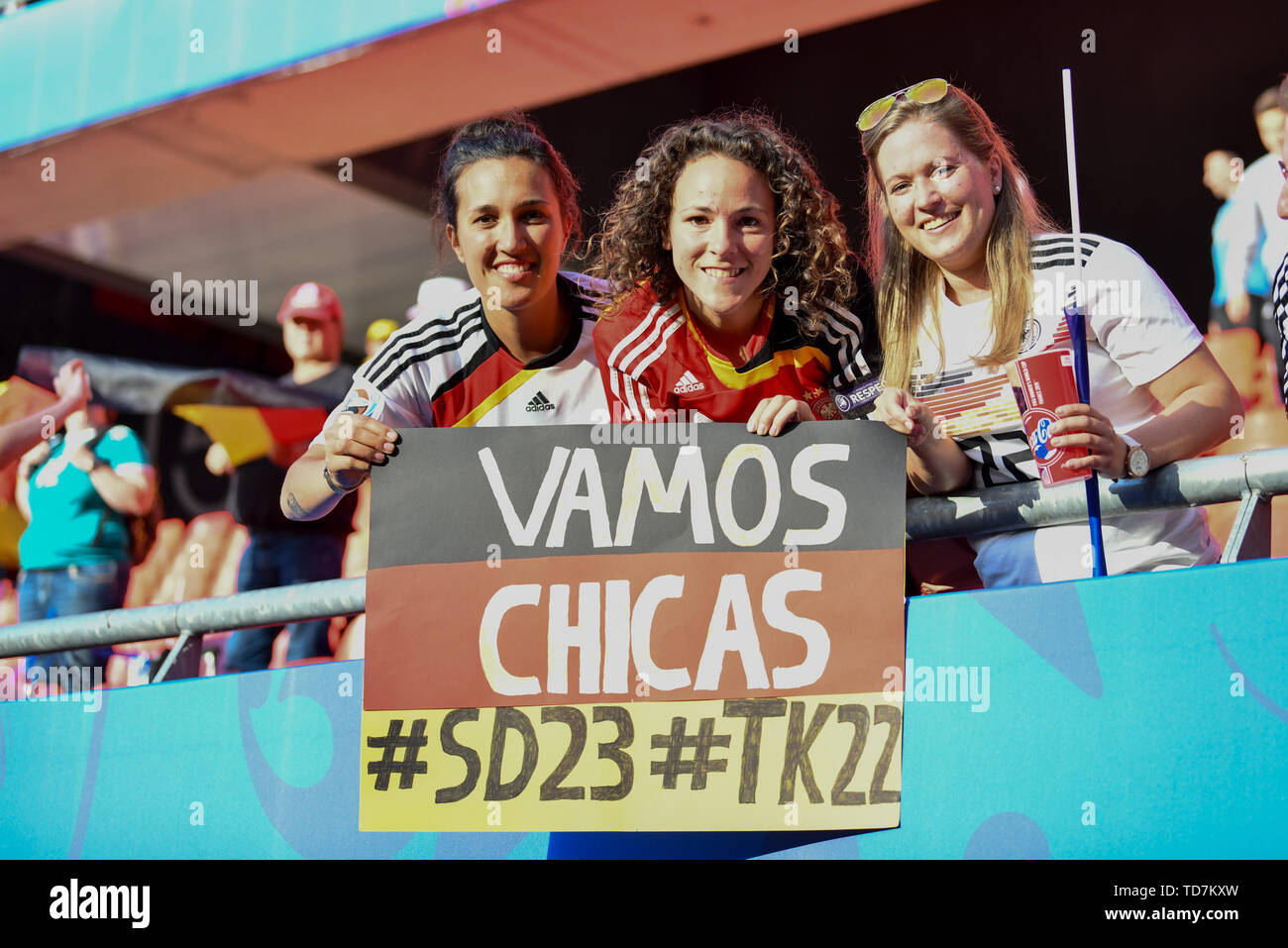 Valenciennes, Frankreich. 12th June, 2019. German fans with poster for Turid Knaak (DFB Women) (22) and Sara Doorsoun (DFB Women) (23), 12.06.2019, Valenciennes (France), Football, FIFA Women's World Cup 2019, Germany - Spain, FIFA REGULATIONS PROHIBIT ANY USE OF PHOTOGRAPHS AS IMAGE SEQUENCES AND/OR QUASI VIDEO. | usage worldwide Credit: dpa/Alamy Live News - Stock Image
