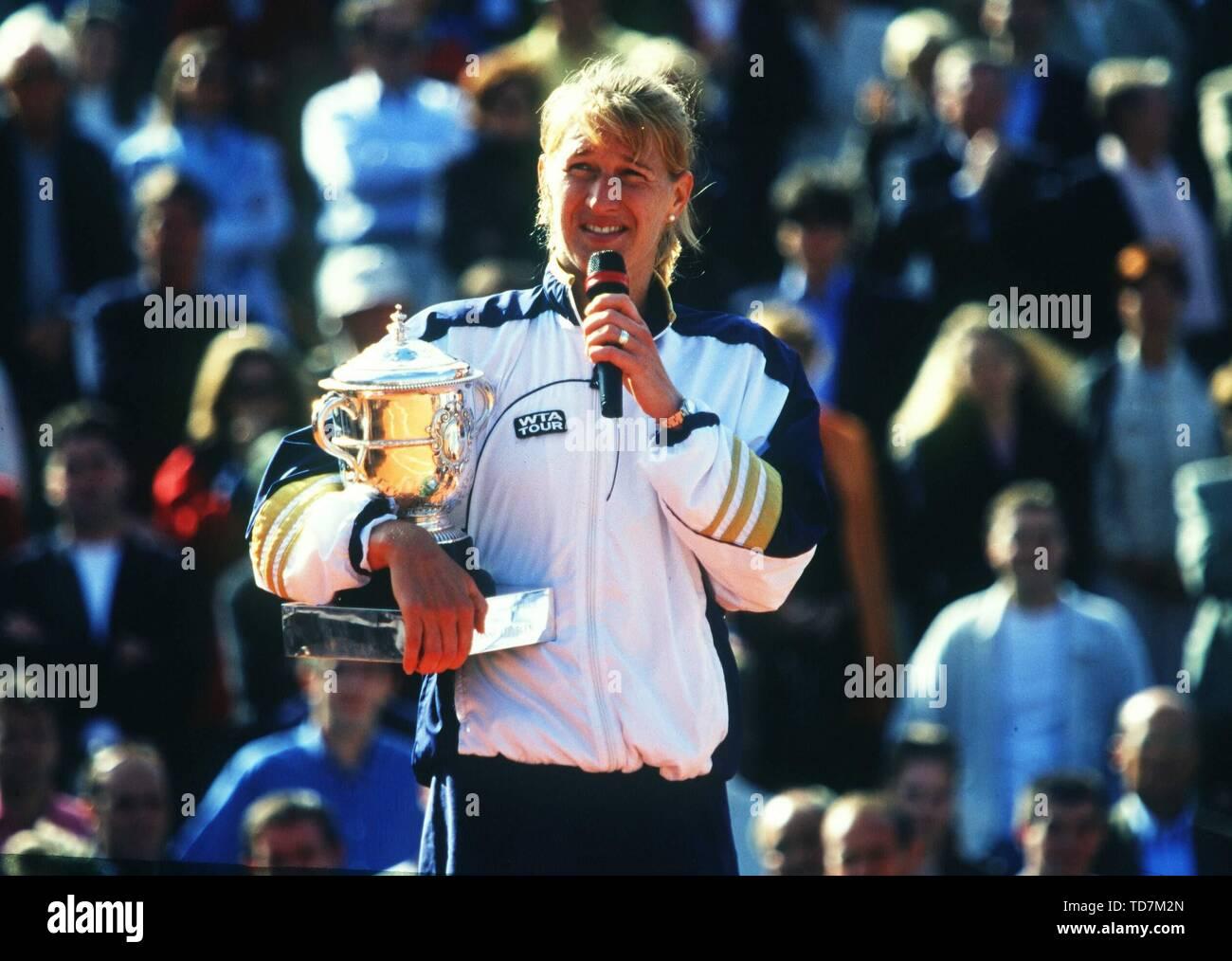 Paris, Frankreich. 10th Sep, 2015. Tennis: Paris French Open 05/1999 Steffi Stefanie Steffanie Graf Final Presentation Roland Garros jubilation on her 22 Grand Slam title | usage worldwide Credit: dpa/Alamy Live News - Stock Image