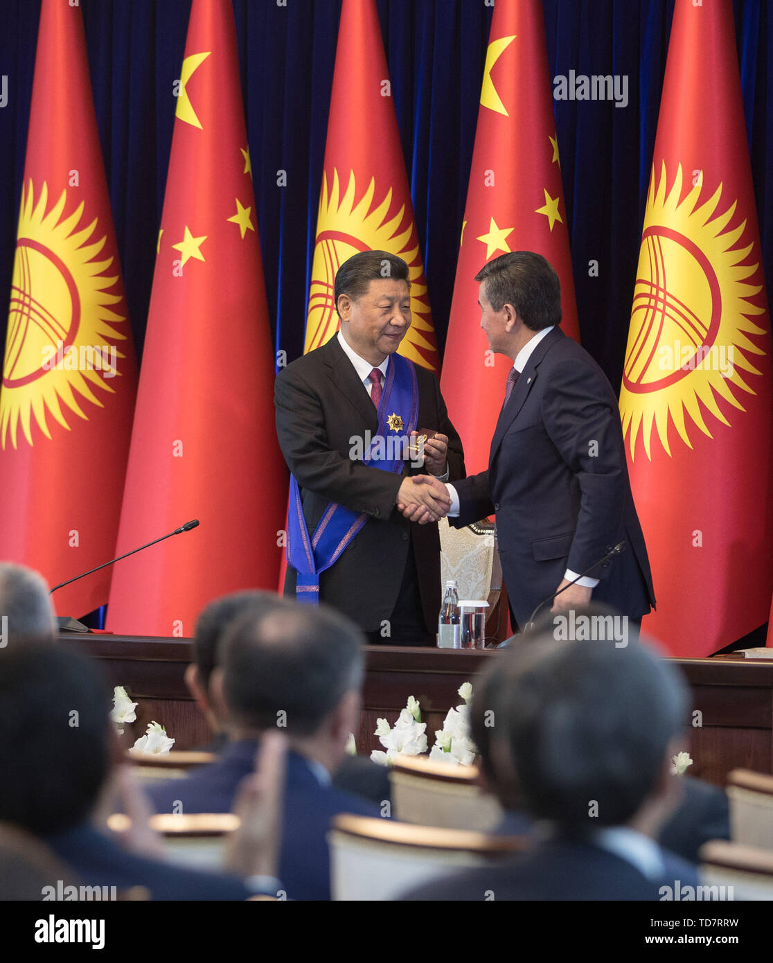 Bishkek, Kyrgyzstan. 13th June, 2019. Chinese President Xi Jinping is awarded the Manas Order of the First Degree, the highest national prize of Kyrgyzstan, by his Kyrgyz counterpart Sooronbay Jeenbekov in Bishkek, Kyrgyzstan, June 13, 2019. Credit: Fei Maohua/Xinhua/Alamy Live News - Stock Image