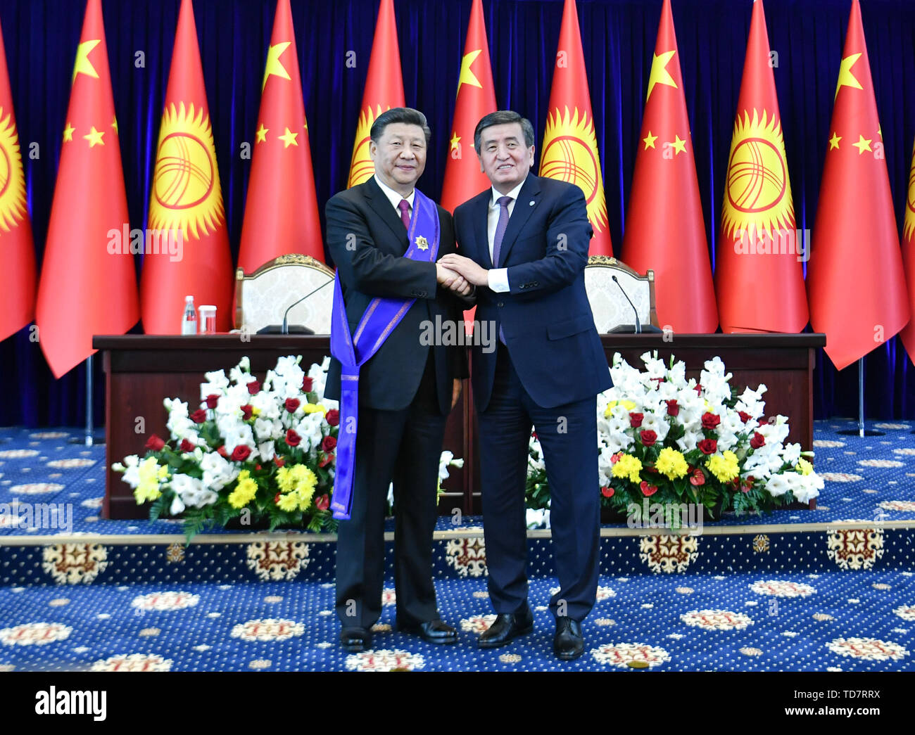 Bishkek, Kyrgyzstan. 13th June, 2019. Chinese President Xi Jinping is awarded the Manas Order of the First Degree, the highest national prize of Kyrgyzstan, by his Kyrgyz counterpart Sooronbay Jeenbekov in Bishkek, Kyrgyzstan, June 13, 2019. Credit: Yin Bogu/Xinhua/Alamy Live News - Stock Image