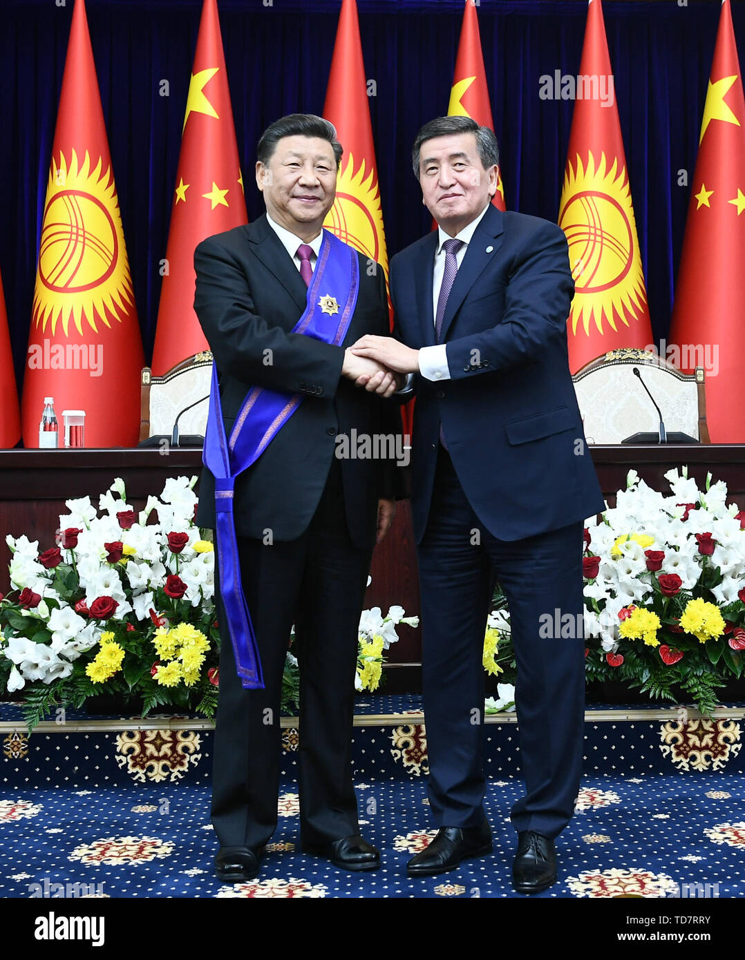 Bishkek, Kyrgyzstan. 13th June, 2019. Chinese President Xi Jinping is awarded the Manas Order of the First Degree, the highest national prize of Kyrgyzstan, by his Kyrgyz counterpart Sooronbay Jeenbekov in Bishkek, Kyrgyzstan, June 13, 2019. Credit: Xie Huanchi/Xinhua/Alamy Live News - Stock Image