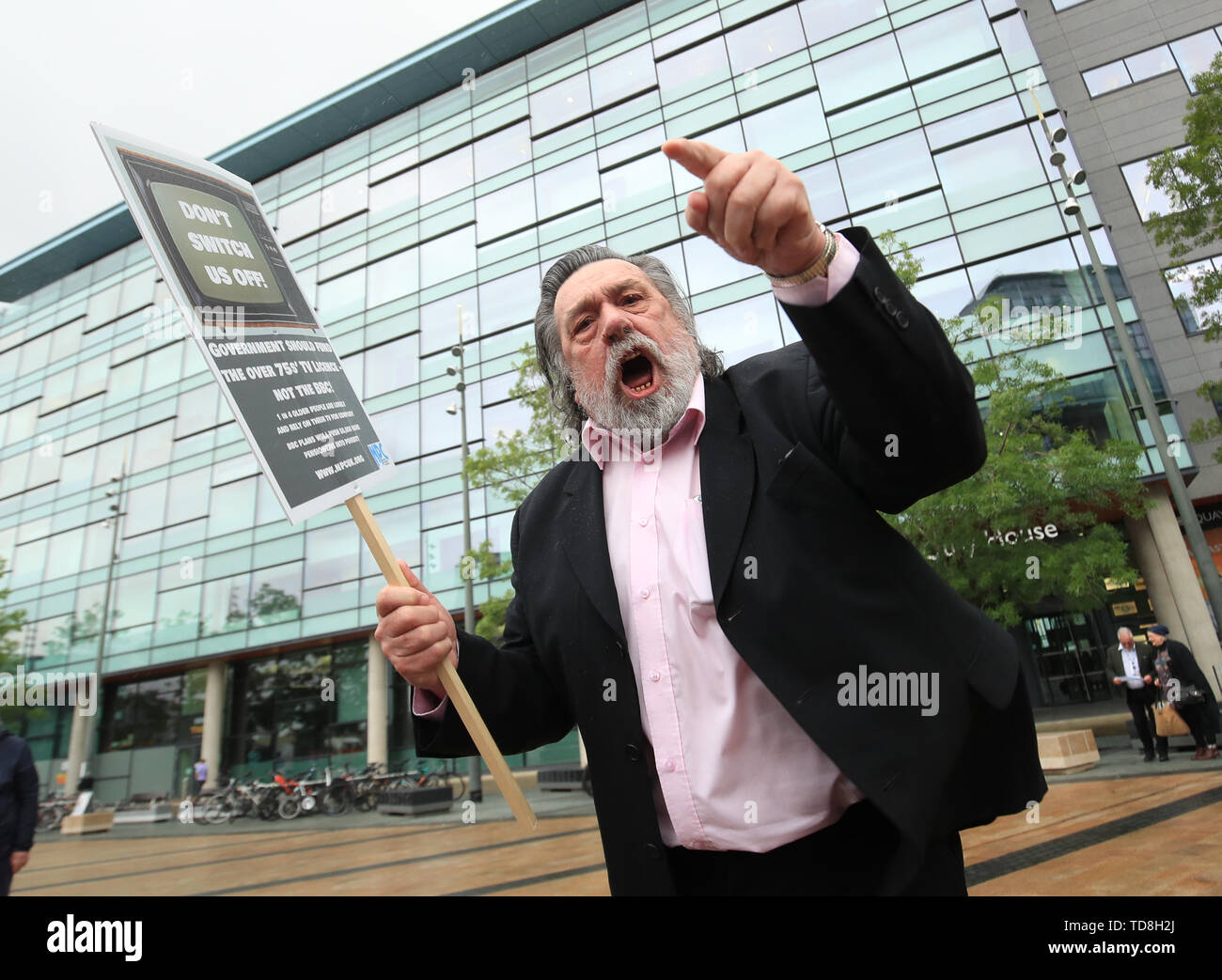 Ricky Tomlinson protests outside BBC Media City in Salford, Greater Manchester, at the broadcaster's decision to axe free TV licences for 3.7 million pensioners. Stock Photo
