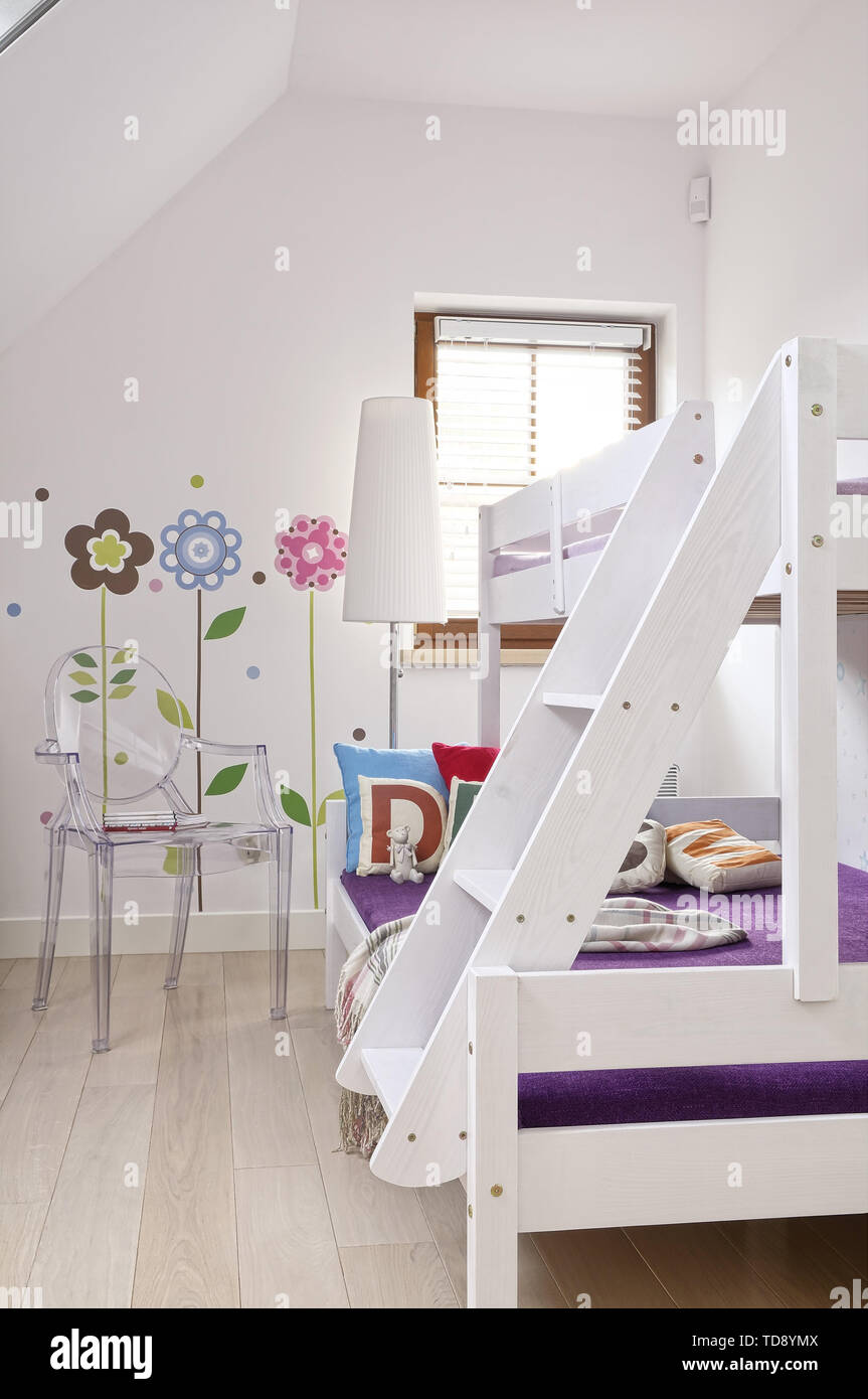 Philippe Starck Louis Ghost chair next to bunk beds in children\'s ...